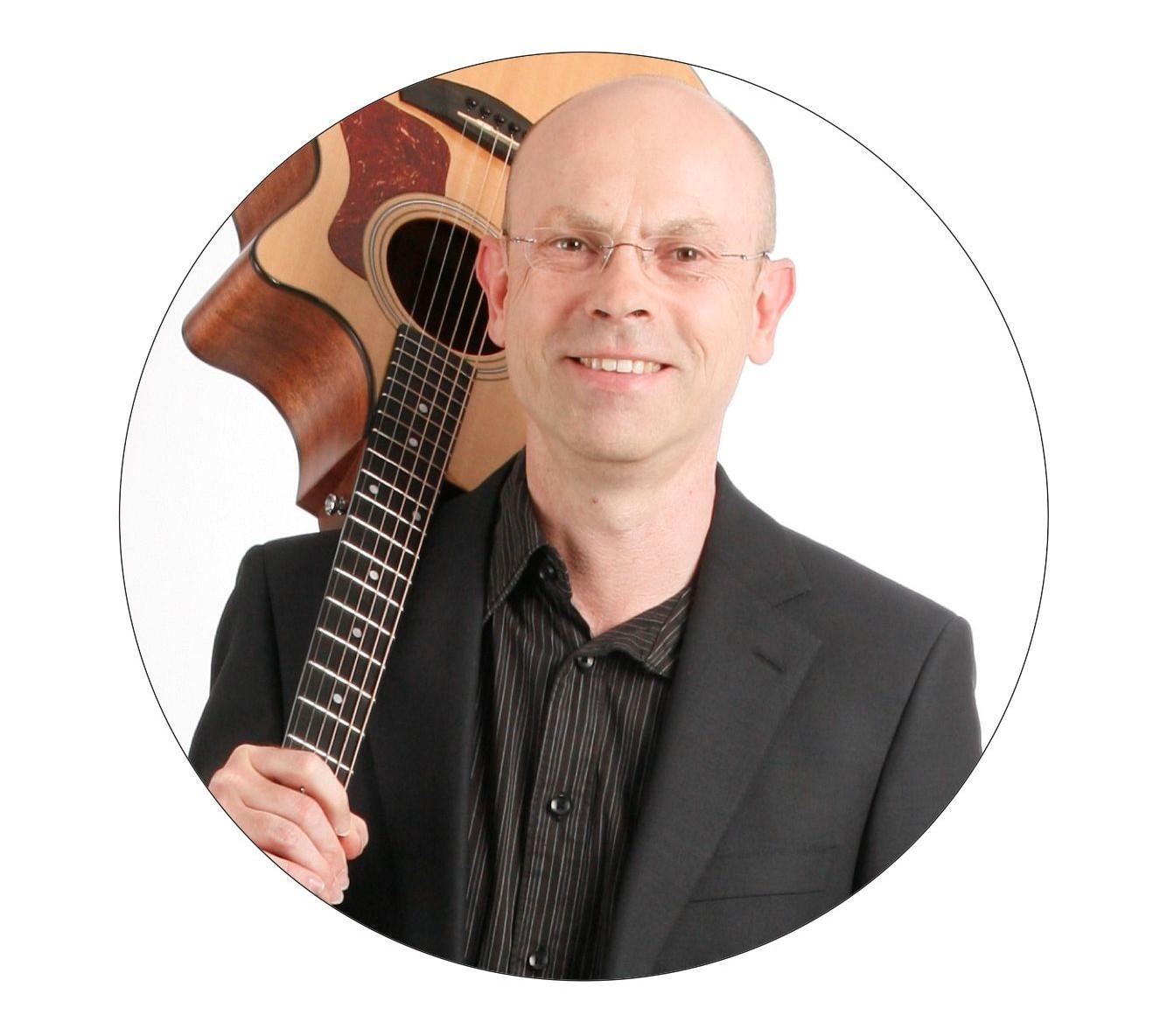 Michael Schmolke, Gitarrist, Musikpaedagoge, Autor